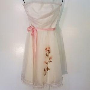 Betsey Johnson white a line dress flower detail